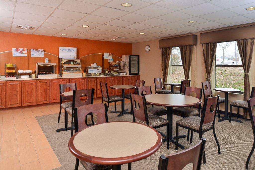 Holiday Inn Express Providence - North Attleboro-Breakfast Room<br/>Image from Leonardo
