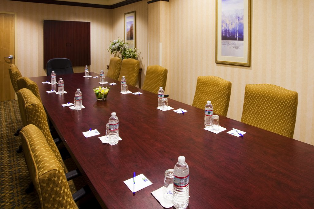 Holiday Inn Express Syracuse Airport-Meetings just 5 minutes from the Airport and local restaurants<br/>Image from Leonardo