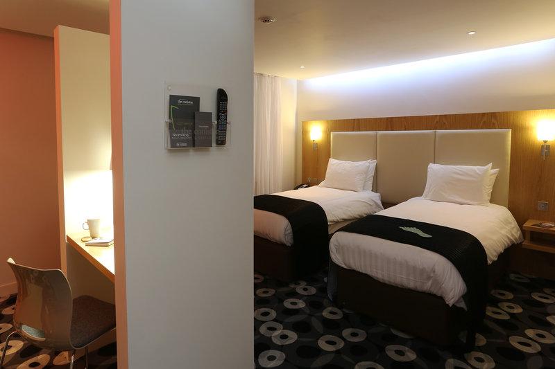Holiday Inn Sittingbourne-Standard Twin Room<br/>Image from Leonardo