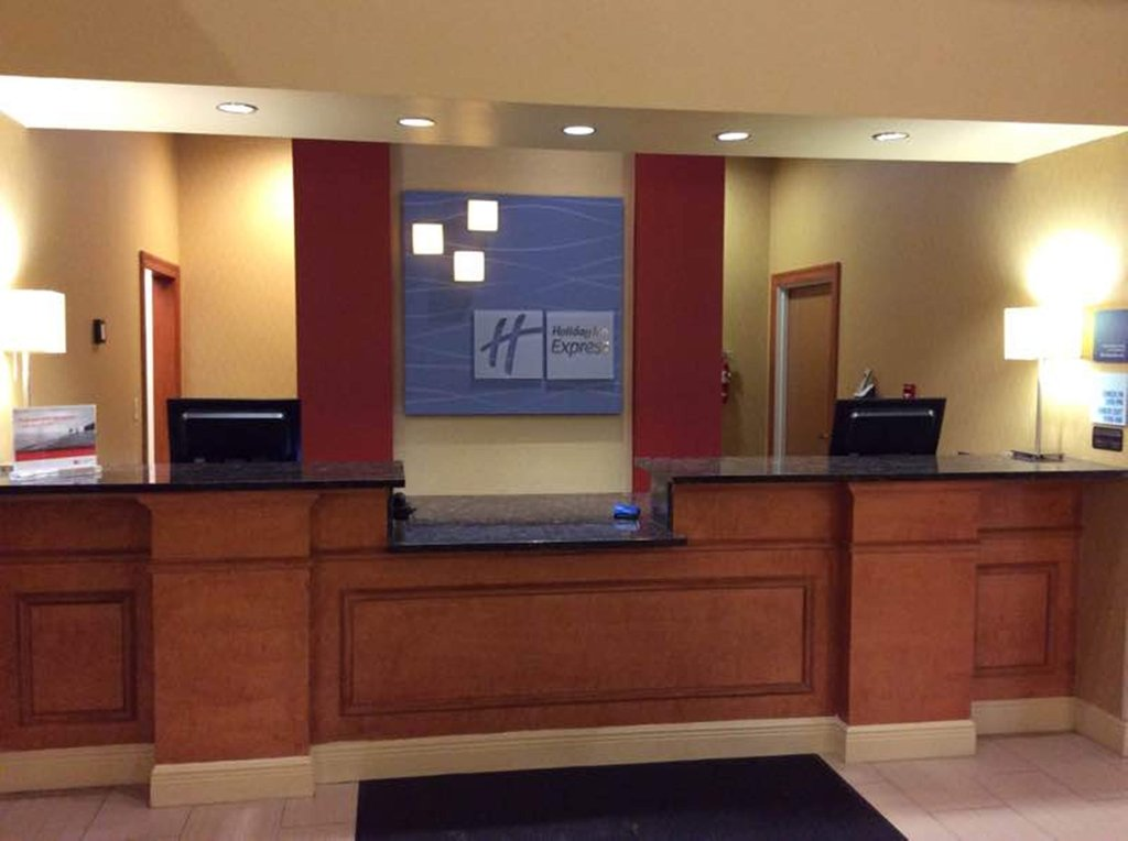 Holiday Inn Express & Suites Fores-Front Desk<br/>Image from Leonardo