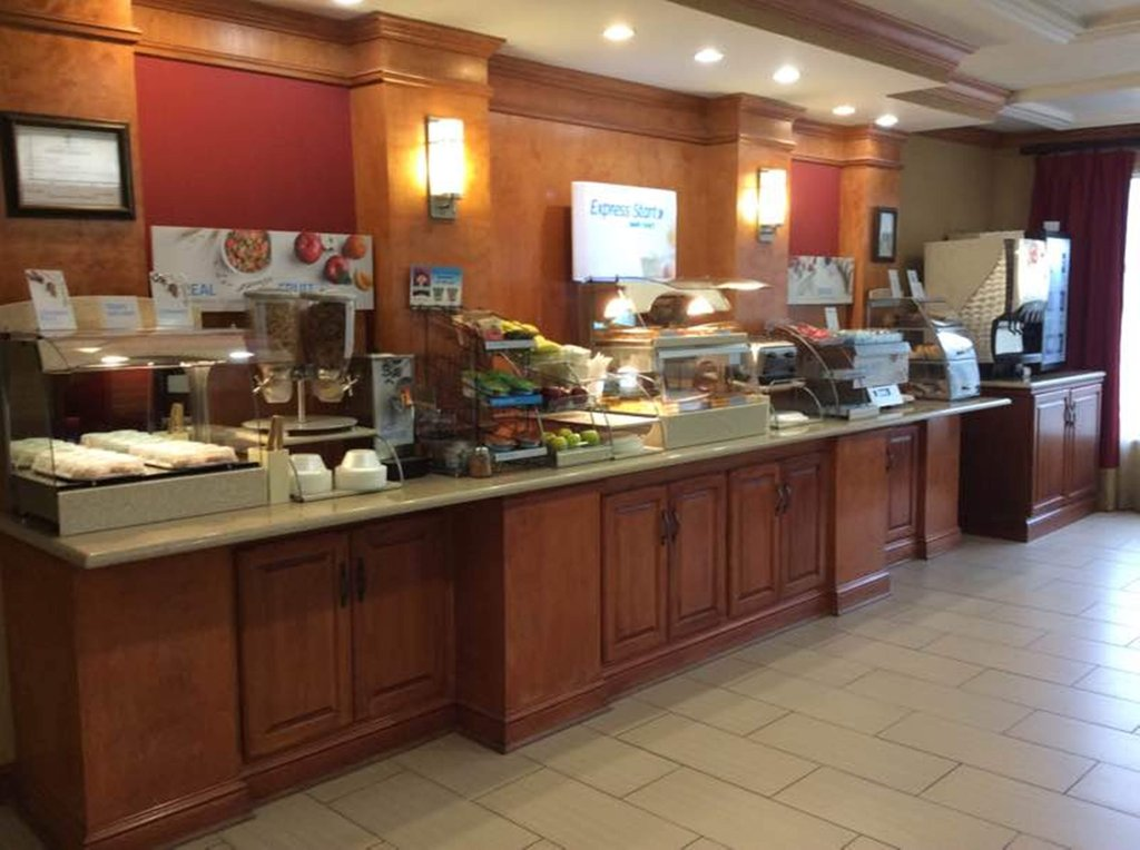 Holiday Inn Express & Suites Fores-Breakfast Bar<br/>Image from Leonardo
