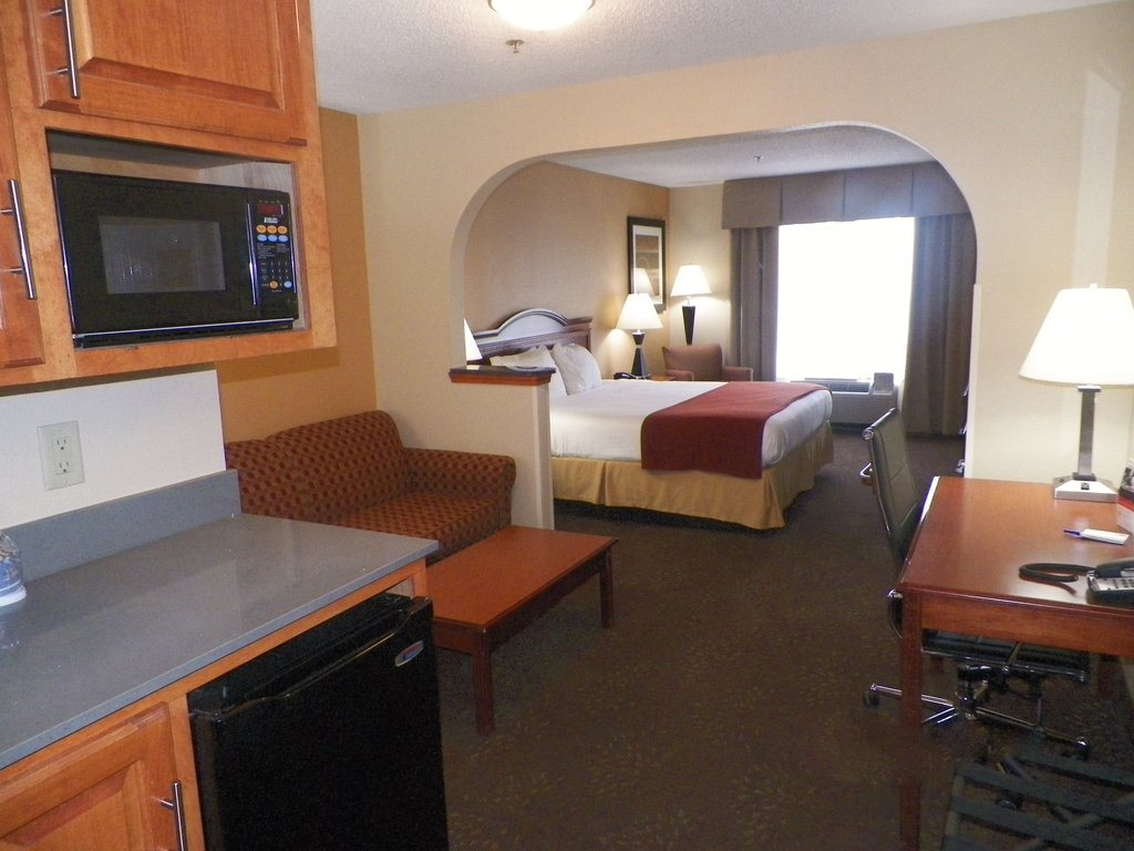Holiday Inn Express &amp; Suites Fores-Suite<br/>Image from Leonardo