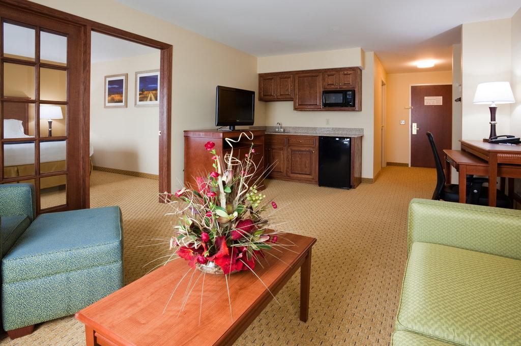 Holiday Inn Express Sheboygan-Kohler (I-43)-Extended Stay Suite<br/>Image from Leonardo