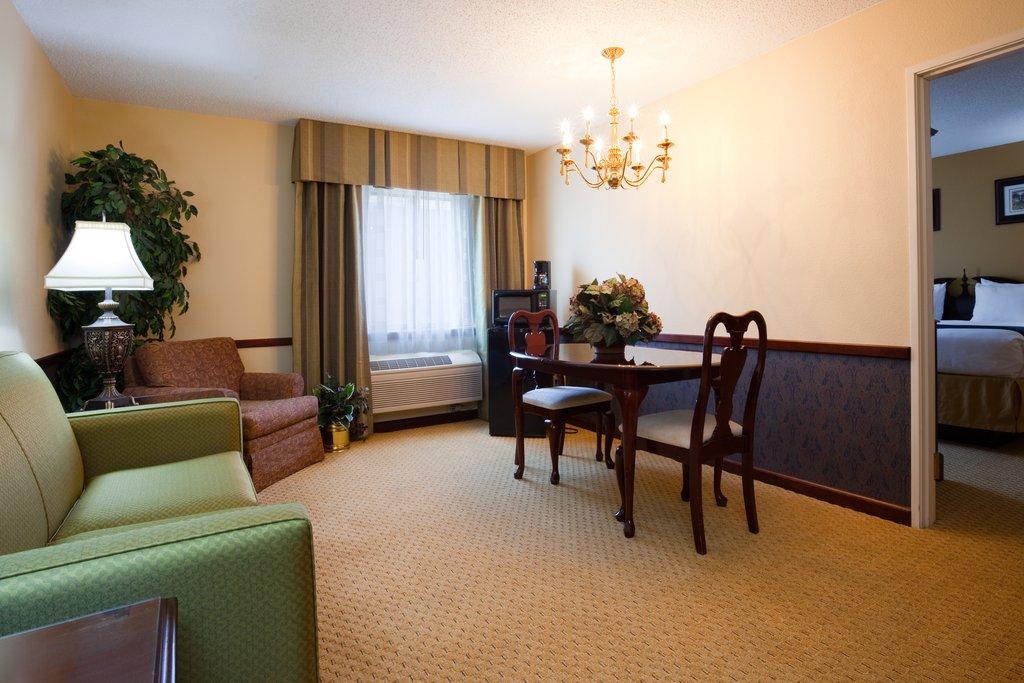 Holiday Inn Express Sheboygan-Kohler (I-43)-Presidential Suite<br/>Image from Leonardo