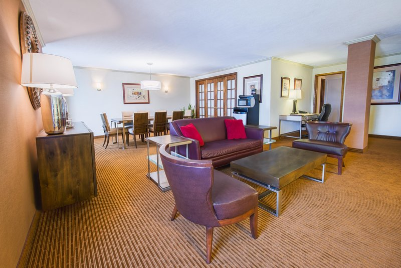 DoubleTree by Hilton Hotel Philadelphia Airport-King Corner Suite Living Room<br/>Image from Leonardo