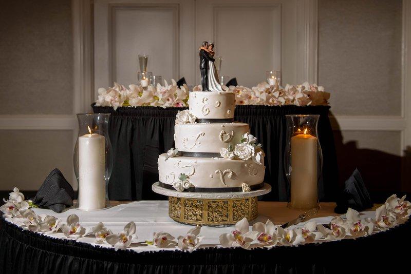 DoubleTree by Hilton Hotel Philadelphia Airport-Ballroom Wedding Cake<br/>Image from Leonardo