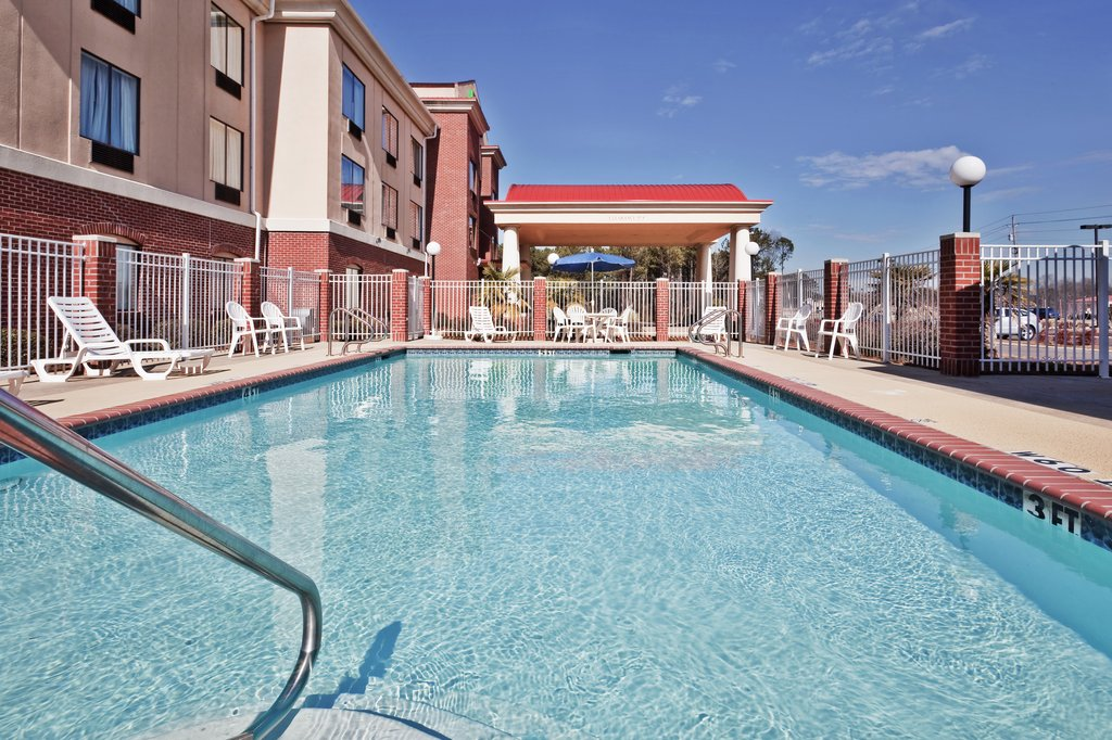 Holiday Inn Express & Suites Fores-Swimming Pool<br/>Image from Leonardo