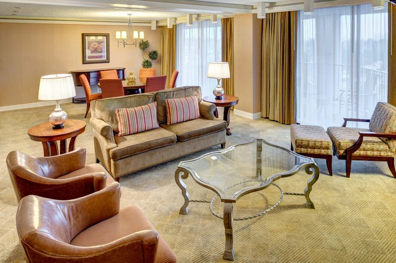 DoubleTree by Hilton Hotel Seattle Airport-1 KING SUITE WITH LIVING ROOM - MOUNTAIN VIEW<br/>Image from Leonardo