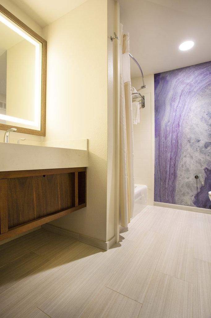 Hilton Garden Inn Kauai Wailua Bay Wailua Bay - Hilton Garden Inn Kauai Wailua Bay Bathroom <br/>Image from Leonardo