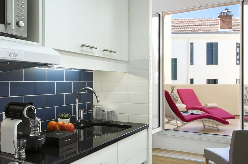 Citadines Croisette-Kitchen of 1-bedroom Deluxe apartment, Citadines Croisette Cannes<br/>Image from Leonardo