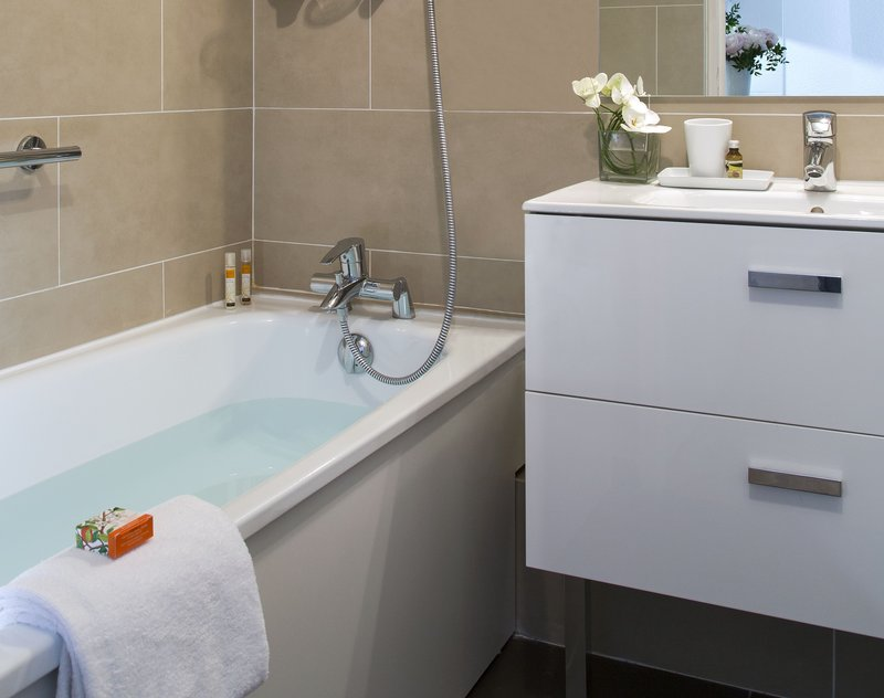 Citadines Croisette-Bathroom of Studio Deluxe, Citadines Croisette Cannes<br/>Image from Leonardo