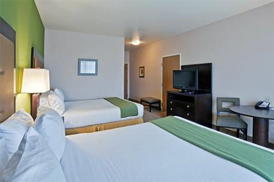 Holiday Inn Express Hotel & Suites North Sequim-Queen Bed Guest Room<br/>Image from Leonardo