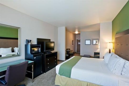 Holiday Inn Express Hotel & Suites North Sequim-Deluxe Room<br/>Image from Leonardo