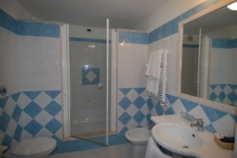 Grand Excelsior-Bathroom<br/>Image from Leonardo
