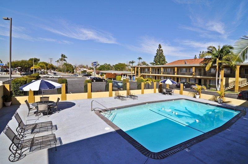 Best Western Orange Plaza-Pool<br/>Image from Leonardo