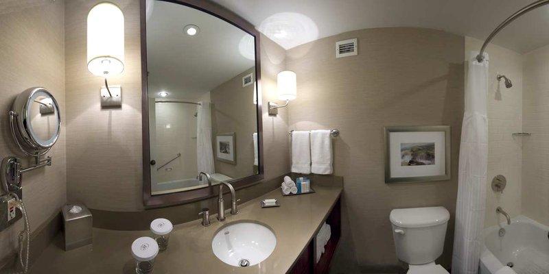 Hilton Saint John Trade &amp; Convention Centre-Bathroom<br/>Image from Leonardo