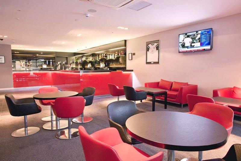 DoubleTree by Hilton Milton Keynes-Red dot bar<br/>Image from Leonardo