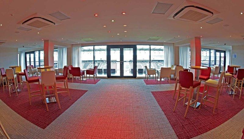 DoubleTree by Hilton Milton Keynes-The Director's Lounge<br/>Image from Leonardo
