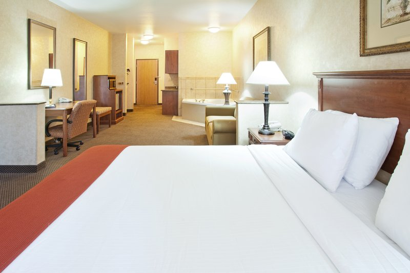 Holiday Inn Express & Suites Barstow - Outlet Center-Holiday Inn Express & Suites King Bed Jacuzzi Room<br/>Image from Leonardo