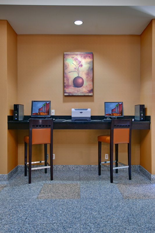 Holiday Inn Hotel & Suites Windsor (Ambassador Bridge)-Business Center<br/>Image from Leonardo
