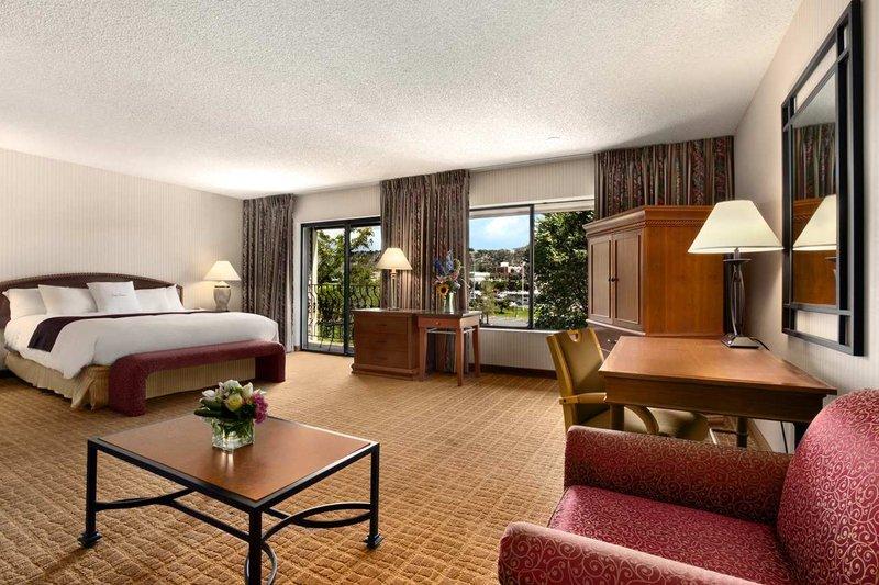 DoubleTree by Hilton Durango-King City View Room<br/>Image from Leonardo
