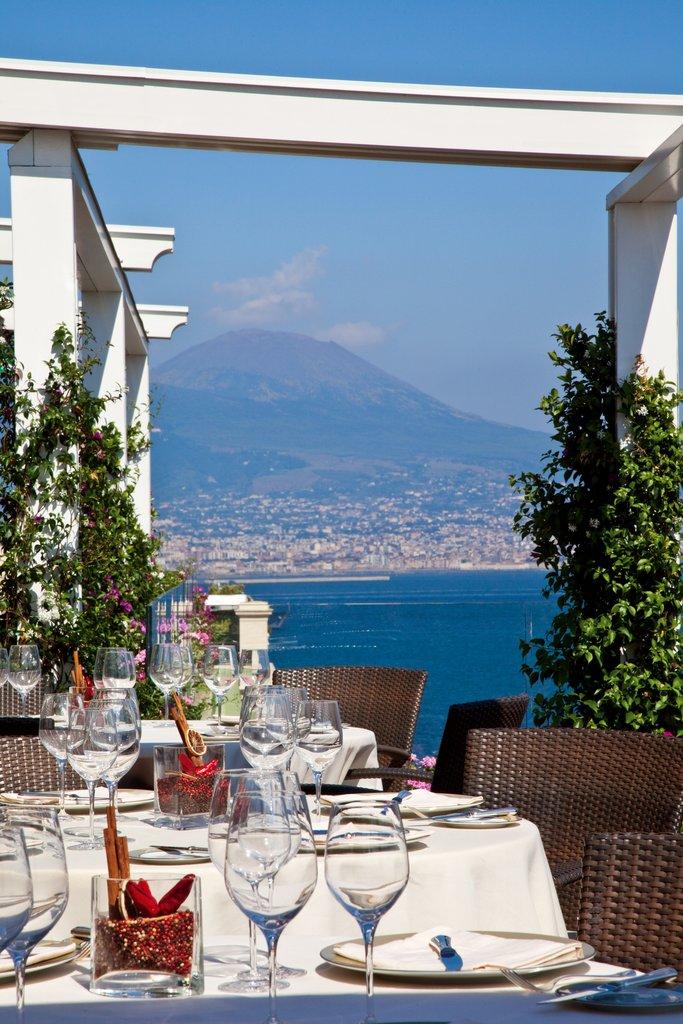 Grand Hotel Vesuvio-Caruso Restaurant - al fresco dining<br/>Image from Leonardo
