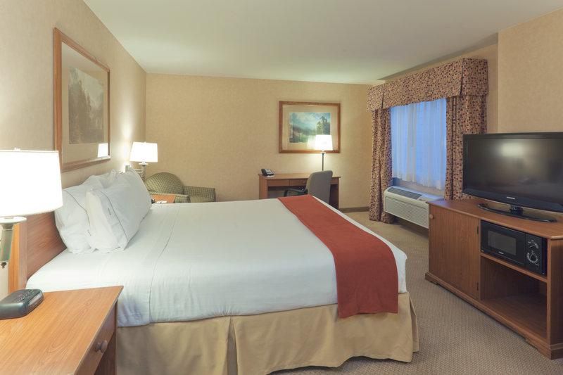 Holiday Inn Express & Suites Bishop-King Bed Guest Room<br/>Image from Leonardo
