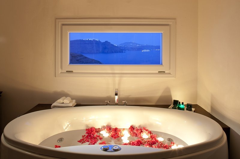 Canaves Oia Hotel-Superior Suite<br/>Image from Leonardo