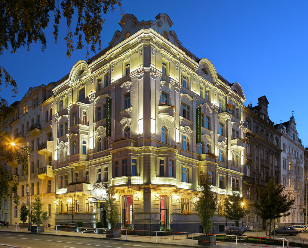Mamaison Hotel Riverside - Mamaison Hotel Riverside by night <br/>Image from Leonardo