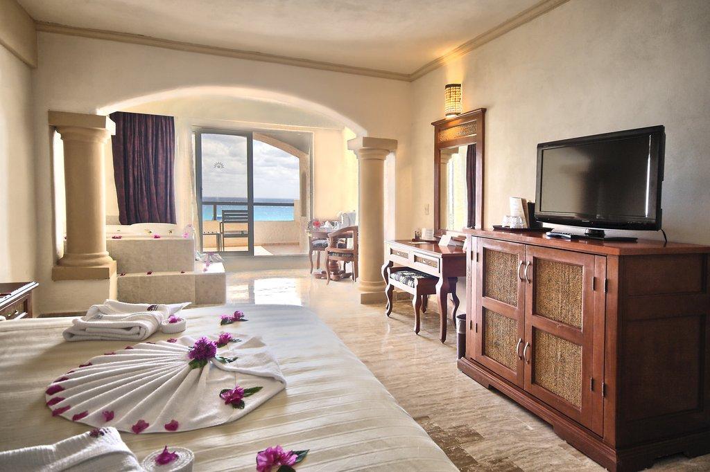 Golden Parnassus Resort & Spa - Golden Room <br/>Image from Leonardo