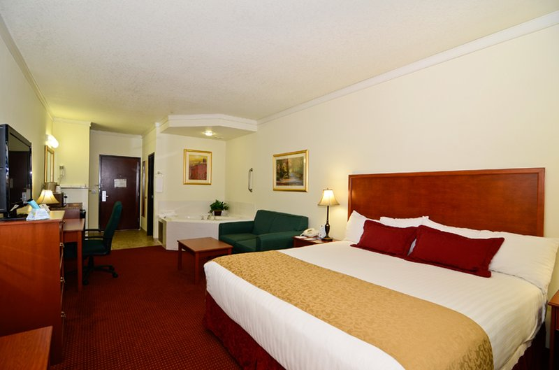 Best Western Plus Walla Walla Suites Inn-King Suite with Spa Tub<br/>Image from Leonardo