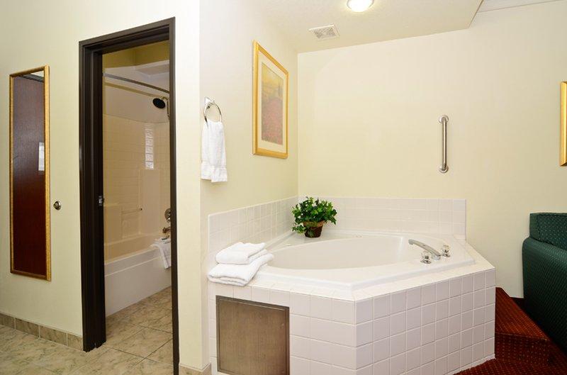 Best Western Plus Walla Walla Suites Inn-Suite Guest Room w/Spa Tub<br/>Image from Leonardo
