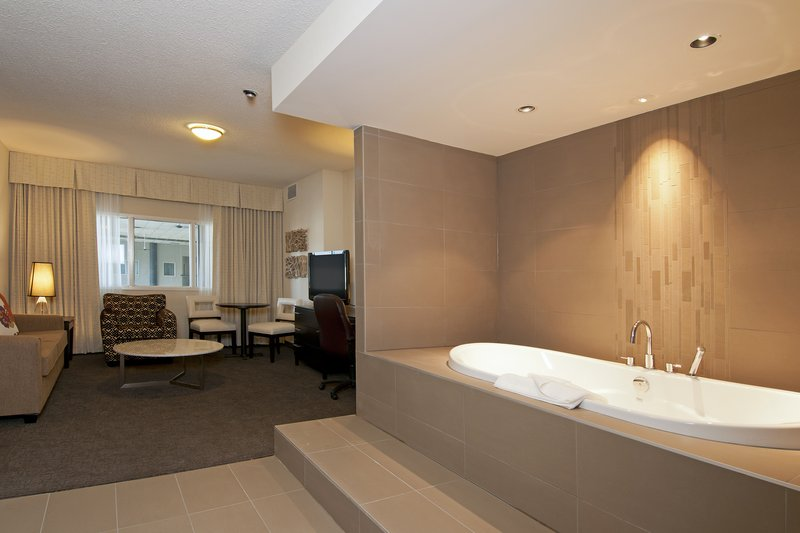 Coast Kamloops Hotel & C.C.-Honeymoon Suite<br/>Image from Leonardo