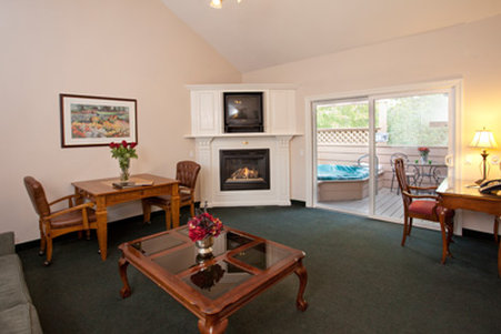 Sycamore Mineral Springs Resort-West Meadows Blissfullivingroom<br/>Image from Leonardo