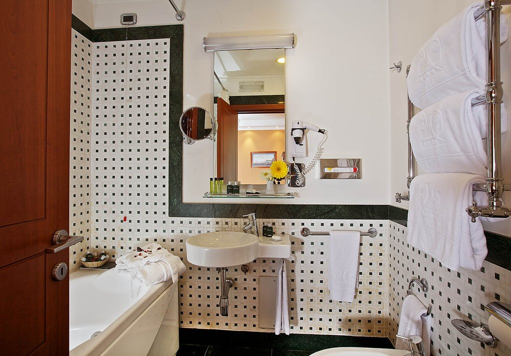 Palazzo Turchini-Executive Bathroom<br/>Image from Leonardo