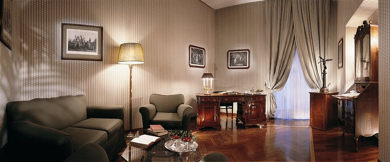 Grand Hotel Vesuvio Naples-Deluxe Seaview Suite<br/>Image from Leonardo