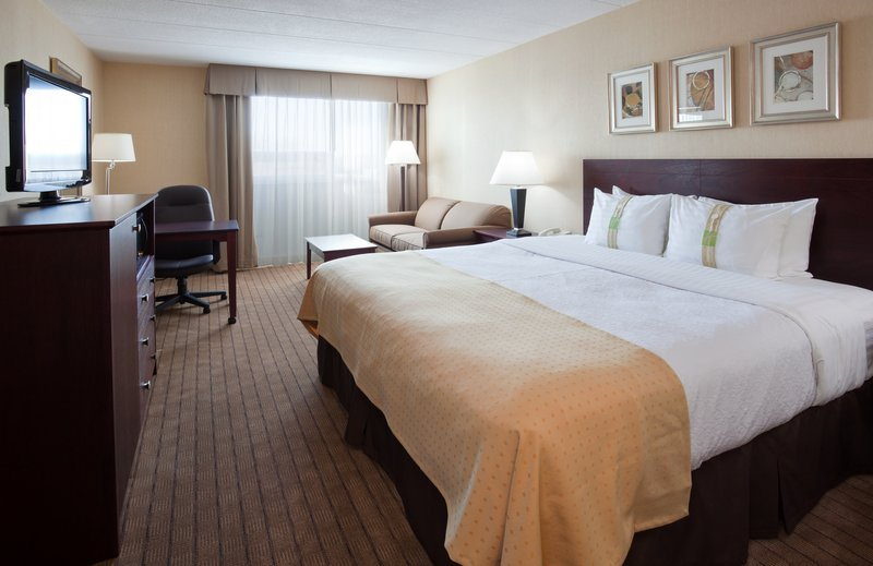 Holiday Inn Burlington - Hotel & Conf Centre-Executive King Room with Couch<br/>Image from Leonardo