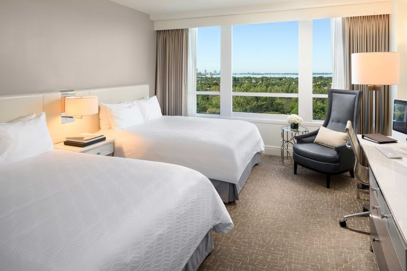 Fontainebleau Miami Beach - Deluxe Bayview Queens <br/>Image from Leonardo