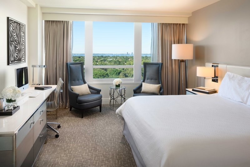 Fontainebleau Miami Beach - Deluxe Bayview King <br/>Image from Leonardo