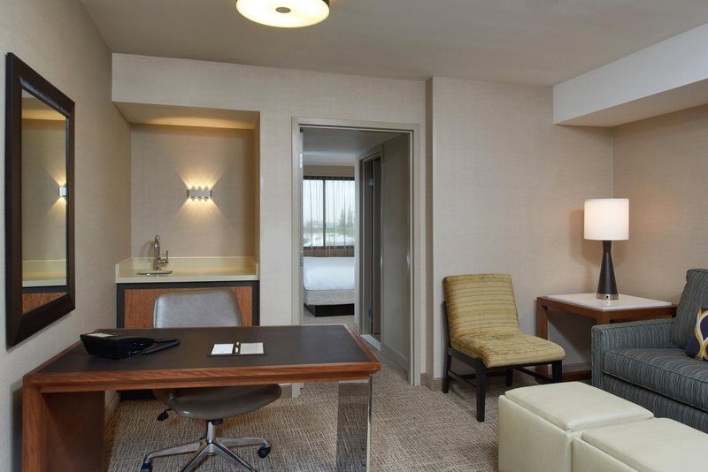 DoubleTree by Hilton Hotel Fresno Convention Center-Executive Suite Seating Area<br/>Image from Leonardo