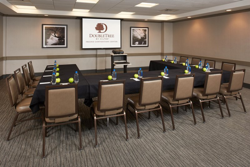 DoubleTree by Hilton Hotel Fresno Convention Center-Sierra meeting room<br/>Image from Leonardo
