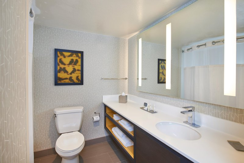 DoubleTree by Hilton Hotel Fresno Convention Center-Newly-updated guest bathroom<br/>Image from Leonardo