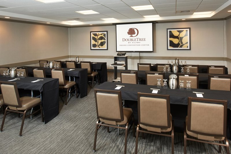 DoubleTree by Hilton Hotel Fresno Convention Center-Tioga meeting room<br/>Image from Leonardo