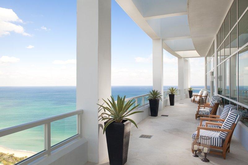 Fontainebleau Miami Beach - Tresor Penthouse Balcony (MMJan ) <br/>Image from Leonardo