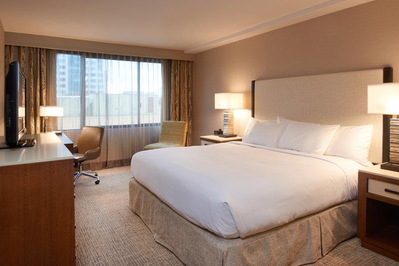 DoubleTree by Hilton Hotel Fresno Convention Center-Accessible King guest room<br/>Image from Leonardo