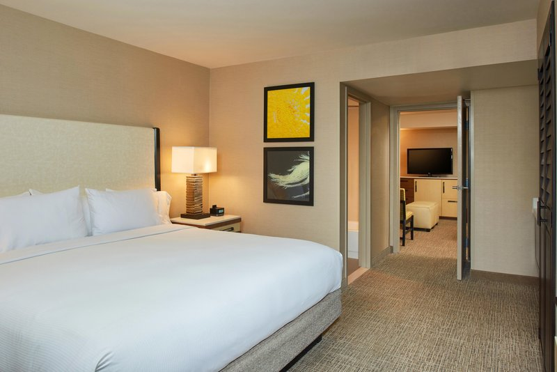 DoubleTree by Hilton Hotel Fresno Convention Center-Executive Suite Bedroom<br/>Image from Leonardo
