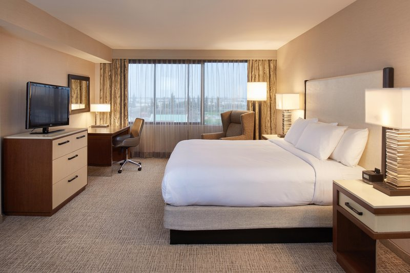 DoubleTree by Hilton Hotel Fresno Convention Center-Luxury Suite Bedroom<br/>Image from Leonardo