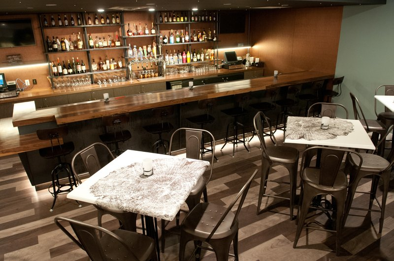 Crowne Plaza Hotel & Suites Pittsburgh South-Bar / Lounge<br/>Image from Leonardo