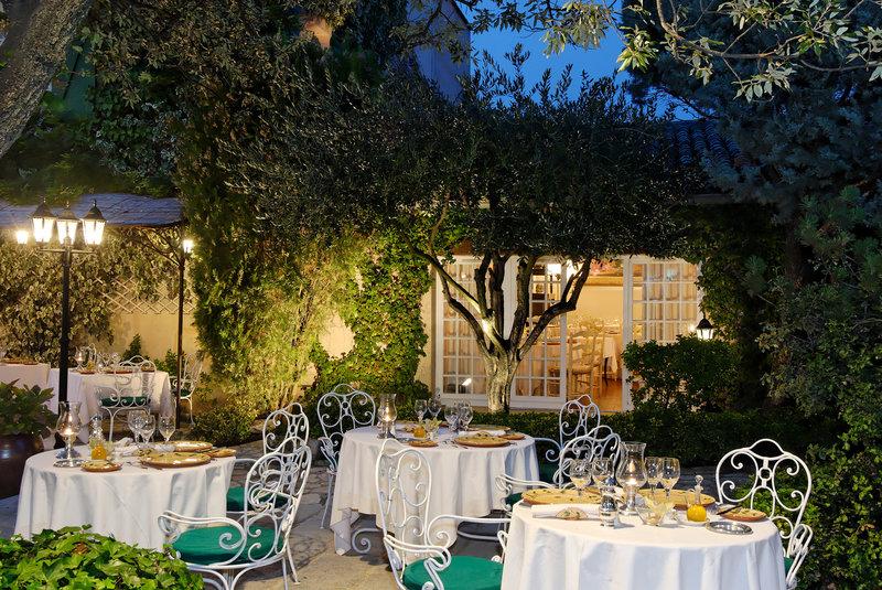 Auberge de Cassagne-Terrace<br/>Image from Leonardo