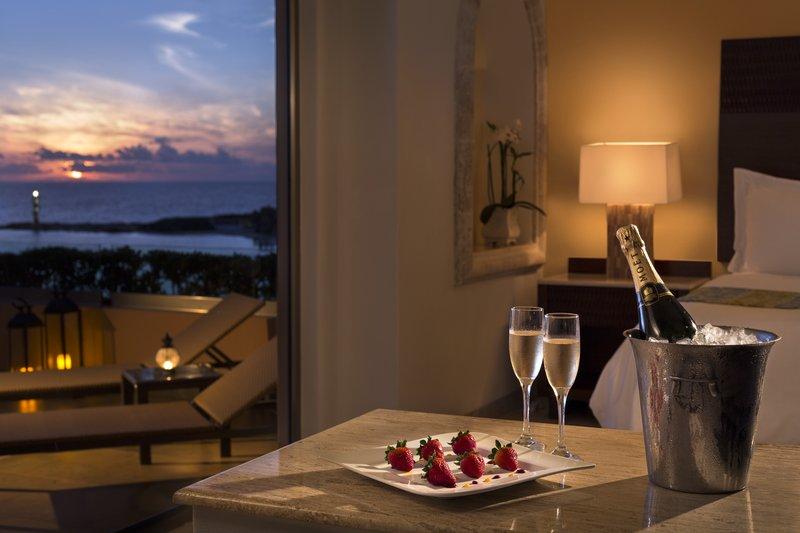 Grand Fiesta Americana Coral Beach Cancun - Champagne Inroom <br/>Image from Leonardo